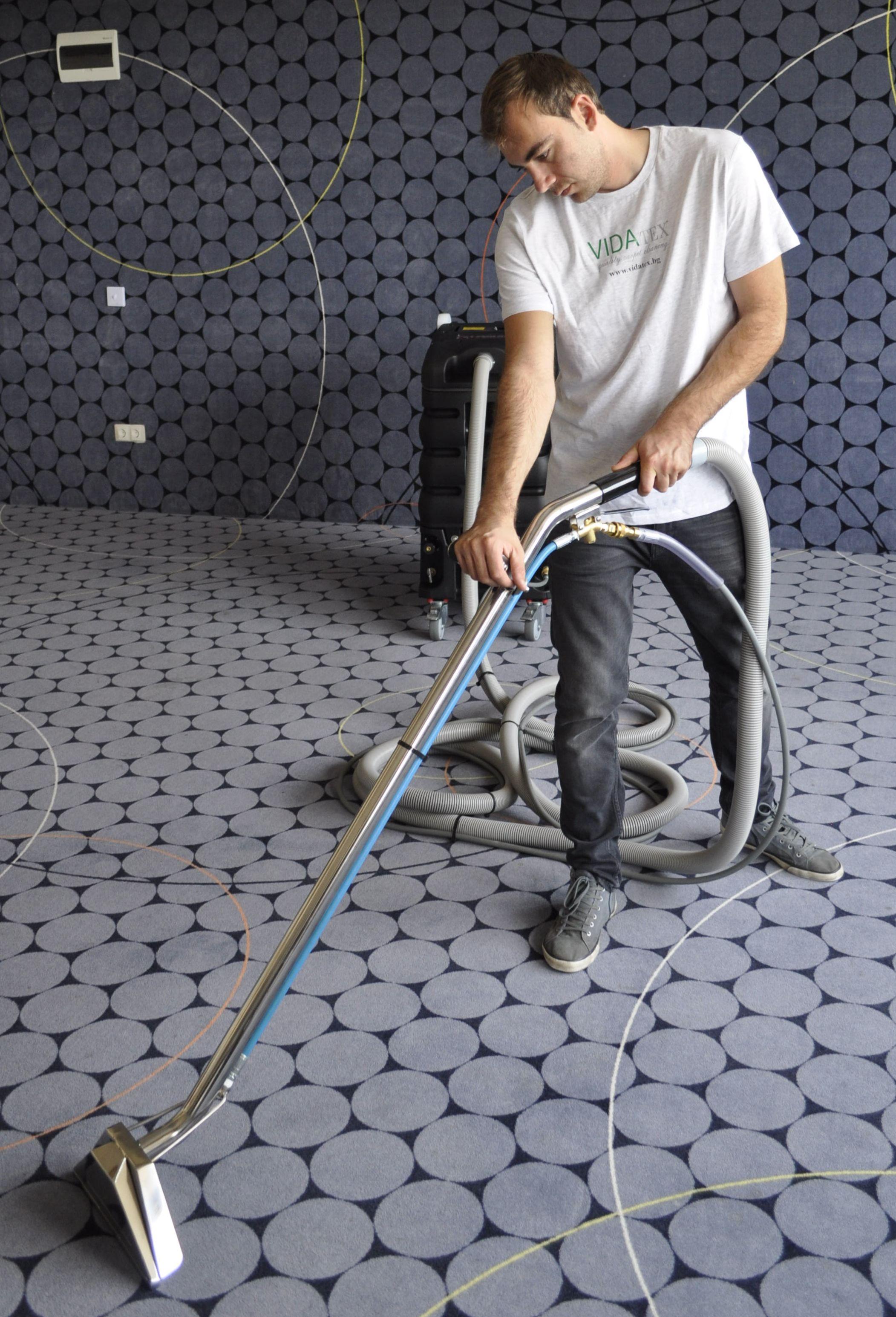 почистване на мокет в хотел